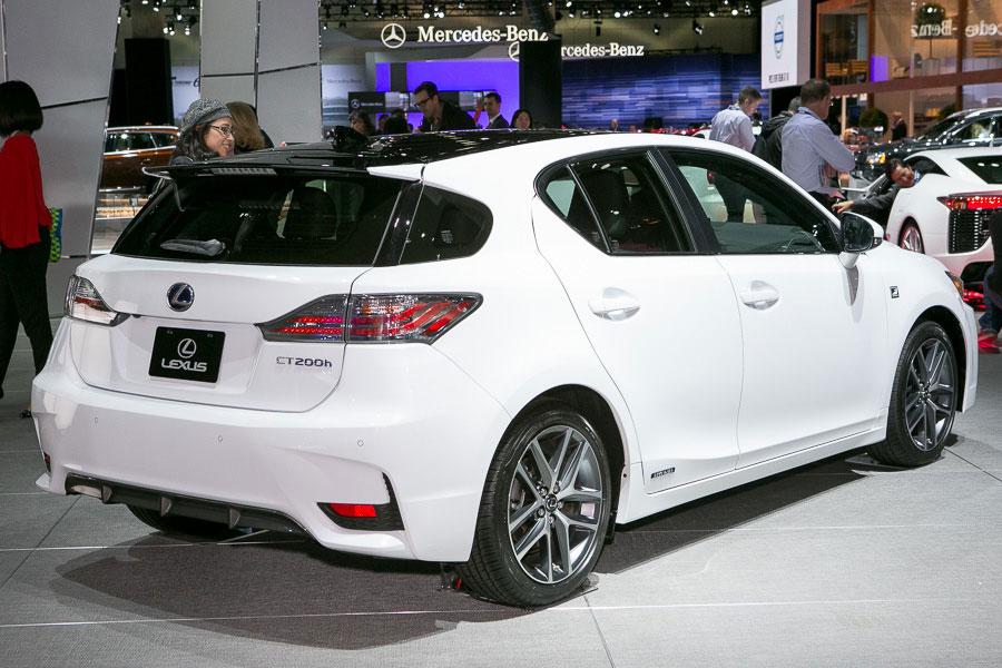 2014-Lexus-CT-200h 3