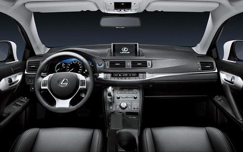 2014-Lexus-CT-200h 4